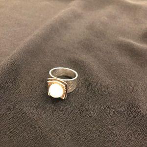 Silpada Classic Pearl ring